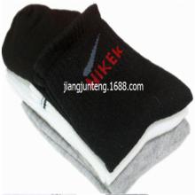 供应厂家供应地摊运动袜免费送广告录音