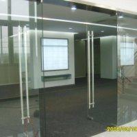 供应广州白云区地弹簧玻璃门窗安装隔断,办公室隔断,自动感应玻璃门,广告玻璃形象墙,电视背景墙安装,荔湾区玻璃工程安装
