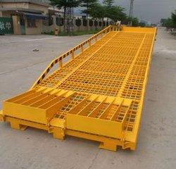 供应移动式登车桥  叉车裝卸平台  现货供应 质保一年