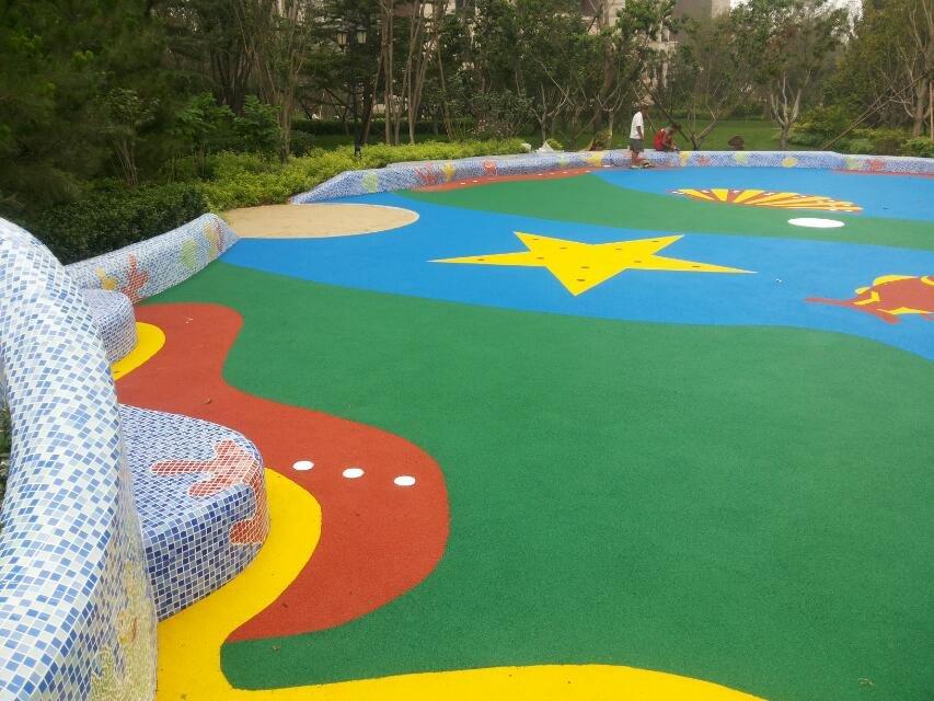 幼儿园塑胶地面铺设供应商      彩色塑胶运动场:材料聚胺橡胶(pu)