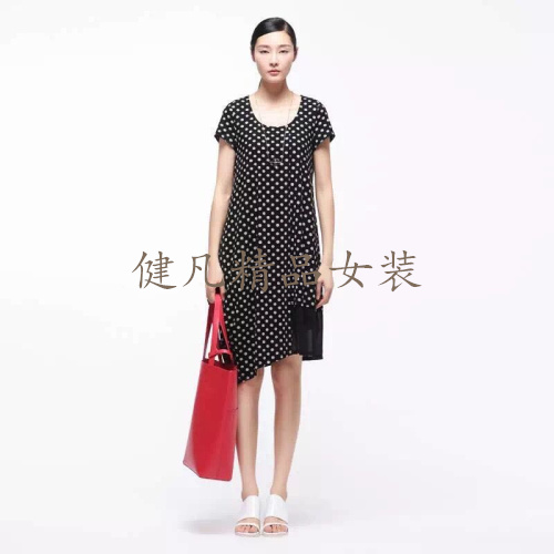 哪里有批发大牌女T恤质量上乘大码连衣裙 广州品牌折扣女装