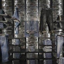 高档牛仔裤货架,牛仔裤服装连锁店报价
