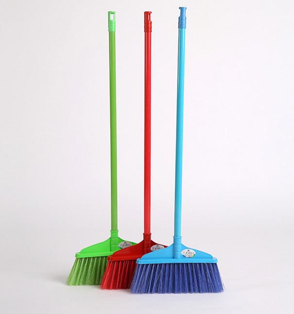大扫帚头硬毛塑料扫地板扫把厂家直@厂家批发供应塑料带壳花样扫把