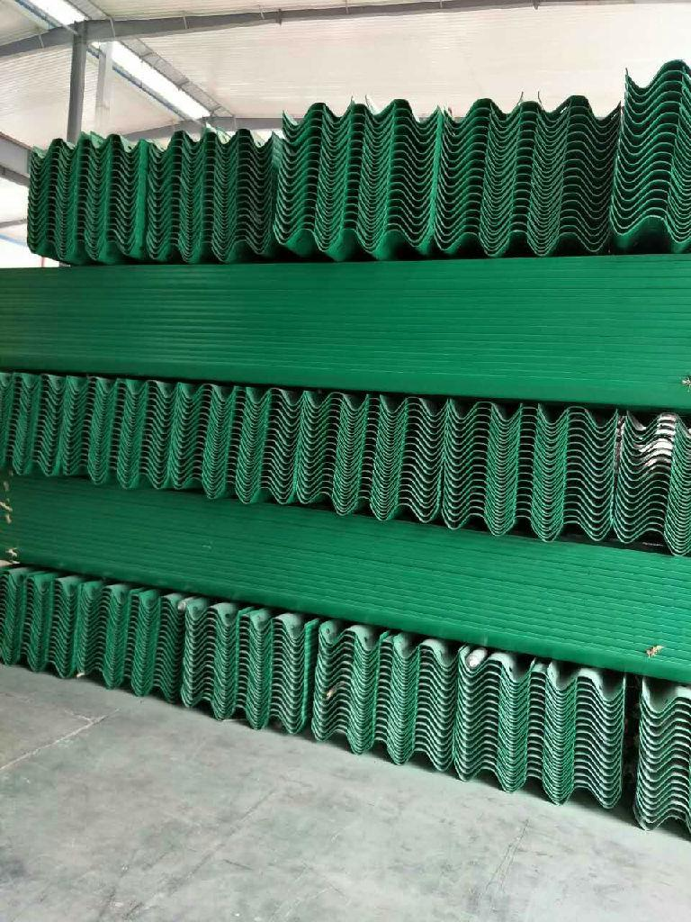 厂家供热镀锌护栏板,喷塑护栏板,波形梁钢护栏,可定制锌层,咨询电话:13969563563