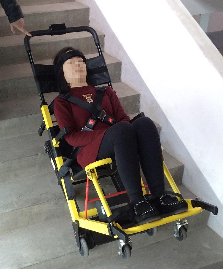 爬楼梯电动轮椅爬楼轮椅电动爬楼车销售