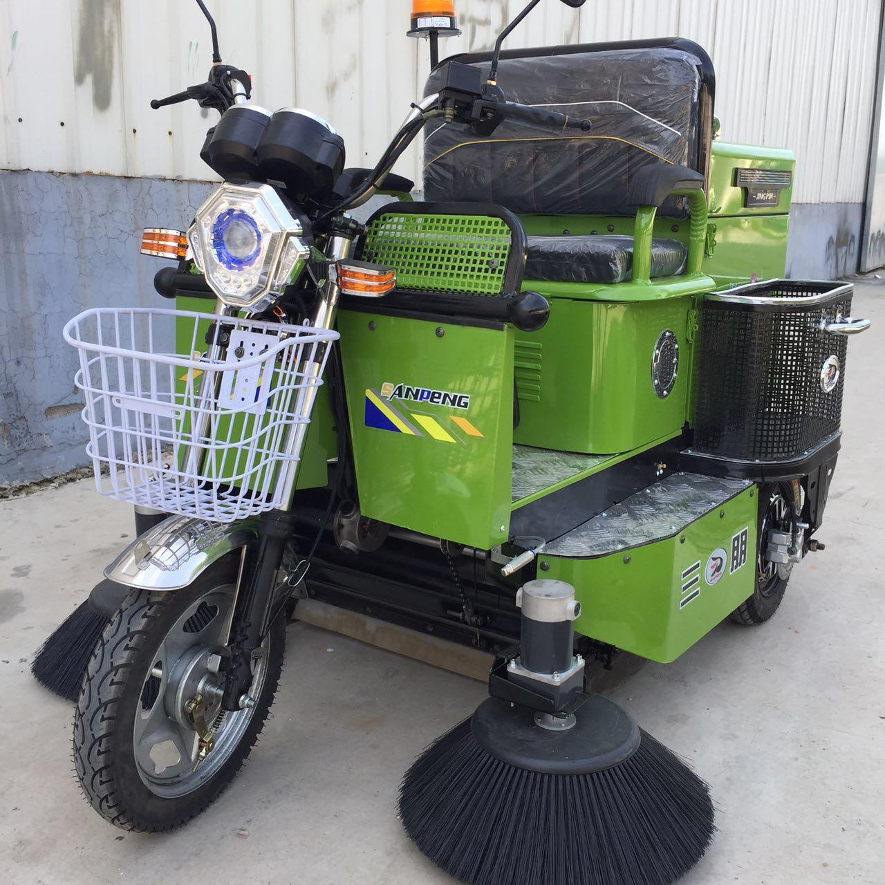 柳宝三轮电瓶式滚刷扫地车   驾驶式扫吸结合扫地车