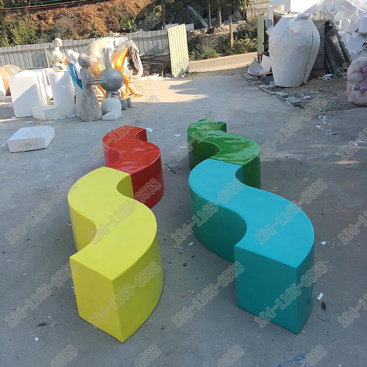 定制商场美陈玻璃钢S形休闲椅雕塑 户外创意玻璃钢条形休闲坐凳  玻璃钢S型坐凳 厂家直销