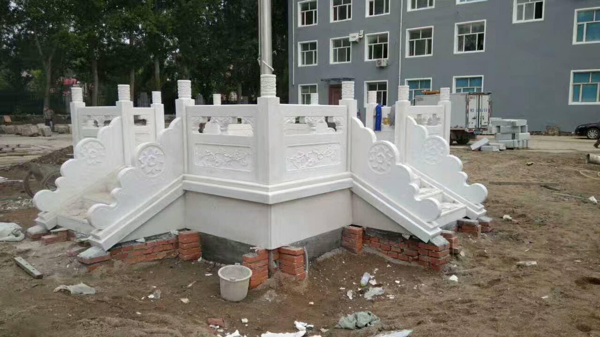 雪花白升旗台栏杆花瓶柱