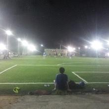厦门五缘湾足球场  笼式足球场地施工人造草铺设