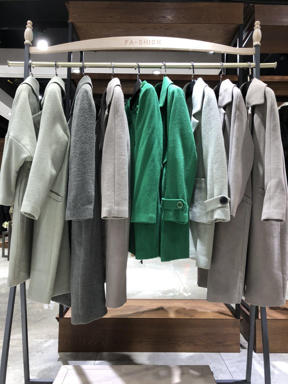 供应鹿王羊绒衫品牌服装棉衣尾货批发库存服装尾货批发市场杭州服装城