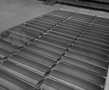防滑钢格板生产注意要点  防滑钢格板安装方法批发