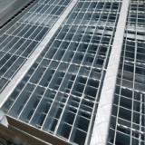 厂家专业制作 镀锌踏步板 钢梯踏步 钢格栅平台踏步 化工厂钢格栅踏步