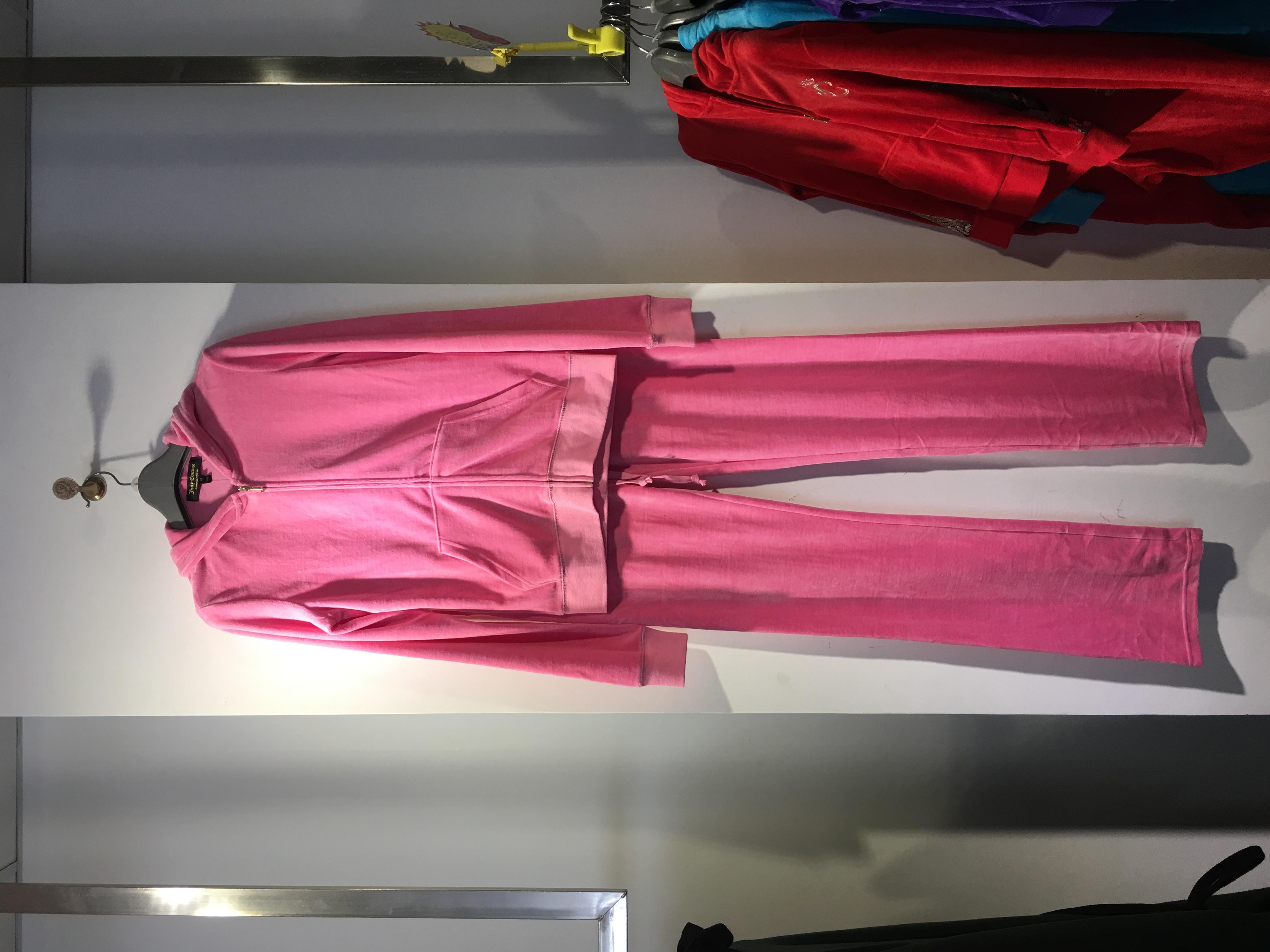 女装运动套装销售