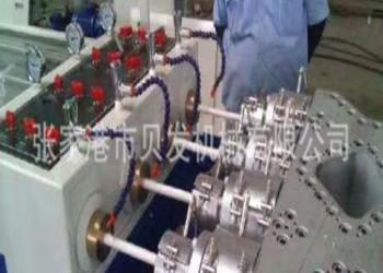 塑料管材生产设备图片
