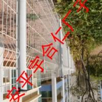 PCV草坪护栏与普通草坪护栏的区